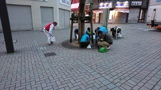 新宿東口清掃.JPG
